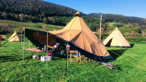 Open up the sides of the Tentipi Zirkonflex to make your inside camping space part of the great outdoors.